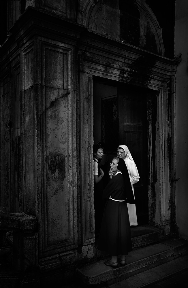 Nuns-In-Venice_web